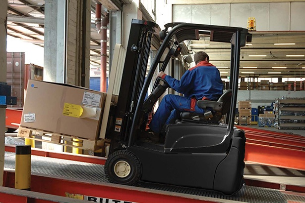 2018-crown-battery-forklift.jpg